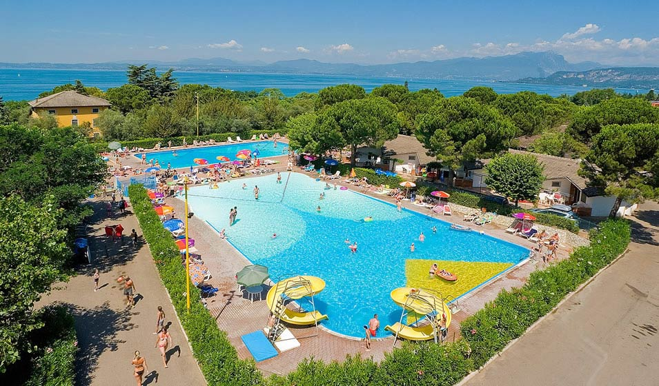 Camping con piscina bardolino estate di divertimento nel for Piccoli piani bungalow